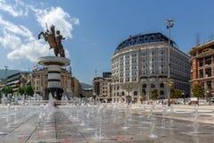 斯科普里,马其顿共和国- 2017年5月13日:斯科普里市中心和亚历山大大帝纪念碑 库存照片