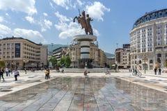 斯科普里,马其顿共和国- 2017年5月13日:斯科普里市中心和亚历山大大帝纪念碑 库存图片