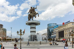 斯科普里,马其顿共和国- 2017年5月13日:斯科普里市中心和亚历山大大帝纪念碑 免版税库存照片