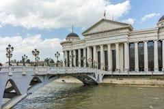 斯科普里,马其顿共和国- 2017年5月13日:斯科普里市中心和考古学博物馆 免版税库存图片