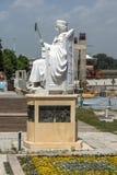 斯科普里,马其顿共和国- 2017年5月13日:查士丁尼一世纪念碑和亚历山大大帝广场在斯科普里 免版税库存照片