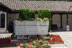 斯科普里,马其顿共和国- 2017年5月13日:耶稣上生的东正教和戈采代尔切夫坟墓在斯科普里 免版税库存图片