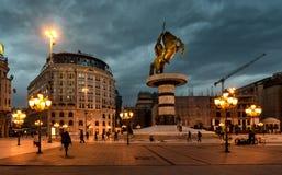 斯科普里,马其顿- 2017年12月9日-市中心和亚历山大大帝纪念碑 库存照片