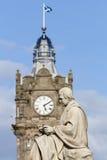 斯科特雕象和斜纹呢衬尖沙咀钟楼 免版税库存照片