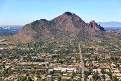 从斯科茨代尔,亚利桑那的胎面补料山 库存图片