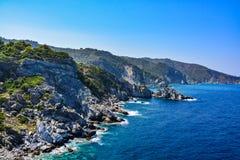 斯科派洛斯岛海岛美丽的海岸  免版税库存照片