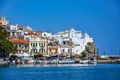 斯科派洛斯岛老镇和Panagitsa Tou Pirgou教会 免版税库存图片