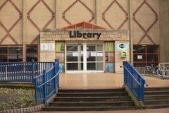 斯肯索普中央图书馆入口-斯肯索普,林肯郡, 库存图片