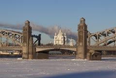 斯莫尔尼宫大教堂对齐Bolsheokhtinsky桥梁 圣彼德堡 俄国 库存图片