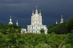 斯莫尔尼宫大教堂的看法。 免版税库存图片