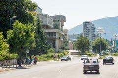 斯莫梁镇的中央街道在保加利亚 库存照片