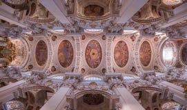 斯蒂芬教会天花板在帕绍,德国 库存图片