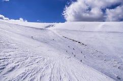 斯诺伊倾斜在3-5 Pigadia滑雪中心, Naoussa,希腊 免版税图库摄影