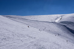 斯诺伊倾斜在3-5 Pigadia滑雪中心, Naoussa,希腊 库存图片