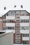 斯诺伊公寓房在冬天 免版税库存照片