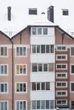 斯诺伊公寓房在冬天 免版税库存图片
