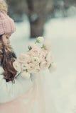 斯诺伊冬天和一个女孩盖帽的 免版税库存图片