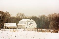 斯诺伊冬天谷仓 库存照片