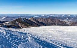 斯诺伊小山风景视图从国家公园Mala Fatra的 免版税库存照片