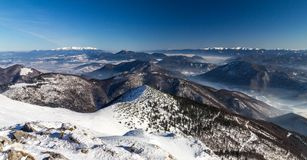 斯诺伊小山风景视图从国家公园Mala Fatra的 免版税库存图片