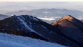 斯诺伊小山风景视图从国家公园Mala Fatra的 免版税图库摄影