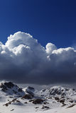 斯诺伊山和蓝天 库存图片