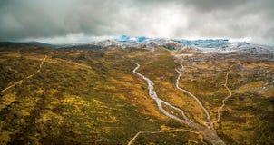斯诺伊河和山空中全景在Kosciuszko Natio 免版税库存照片