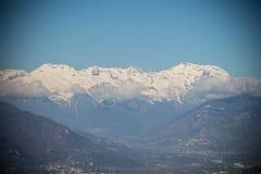 斯诺伊阿尔卑斯和云彩在Val di苏萨 小插图作用 山麓 意大利 免版税库存照片