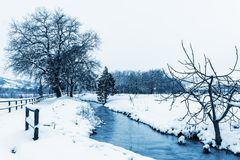 斯诺伊风景蓝色口气 免版税库存照片