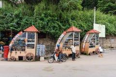 斯里兰卡的传统纪念品和工艺品摊位 图库摄影