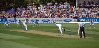 斯里兰卡的快速投球手Suranga Lakmal碗向新西兰 免版税库存图片