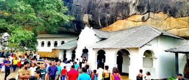 斯里兰卡的最大的岩石洞寺庙 免版税库存照片