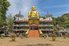 斯里兰卡神圣的金黄寺庙 免版税库存照片