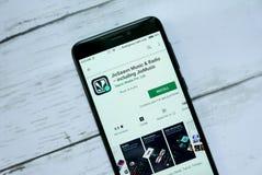 斯里巴加湾,文莱- 2019年1月21日:JioSaavn音乐&收音机包括JioMusic -应用在机器人谷歌戏剧 免版税库存图片