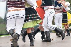 斯洛伐克民间舞的片段与五颜六色的衣裳的 图库摄影