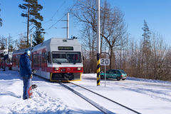 斯洛伐克,有角的SMOKOVEC - 2015年1月05日:高速电车在火车站到达了在有角的Smokovec 库存图片