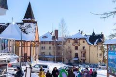 斯洛伐克, STARY SMOKOVEC - 2015年1月06日:Stary Smokovec的中心在高Tatras山的 库存照片