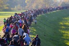 从斯洛文尼亚难民危机的剧烈的图片 免版税库存图片