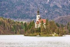 斯洛文尼亚-流血-布莱德湖、流血的Assumptio海岛和教会  免版税库存照片