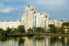 斯维斯洛奇河的高层住宅房子 库存图片