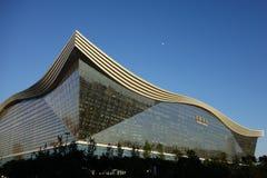 新世纪金融公司全球性中心,成都,四川,反对蓝天的中国 免版税库存照片