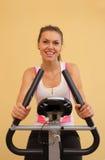 新中心健身的妇女 库存图片