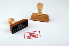 新产品 与在白色背景隔绝的木把柄的橡胶模子 图库摄影