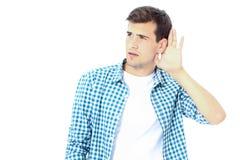 新人 供以人员听用在白色背景隔绝的耳朵的手的学生 复制空间 嘲笑 免版税库存照片
