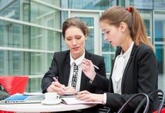 新企业二的妇女 免版税库存图片
