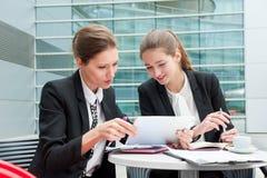 新企业二的妇女 免版税库存照片