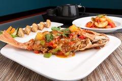 红鲷鱼用罗望子树调味汁 免版税图库摄影