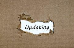 更新出现在被撕毁的纸后的词 免版税库存照片