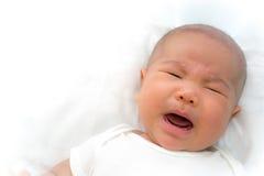 新出生亚洲婴孩哭泣 库存图片
