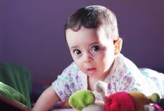 新出生女孩看 免版税库存照片